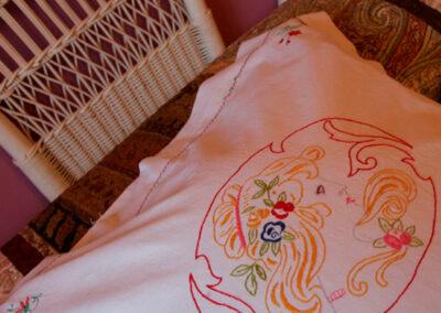 Detalle de bordados de cojines