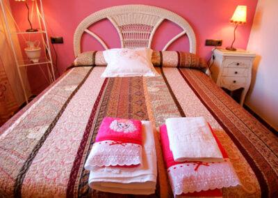 Vista ropa de cama y toallas, rosa, cálido